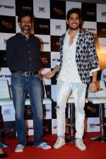 Rajat Kapoor, Sidharth Malhotra at Kapoor n sons trailor launch on 10th Feb 2016 (40)_56bc5d58e9d84.JPG