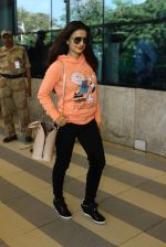 Ameesha Patel snapped at Airport on 11th Feb 2016 (30)_56bdc1ce64072.JPG
