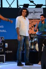 Imtiaz Ali at Pepe Jeans Kalaghoda music fest on 11th Feb 2016 (12)_56bdcc88c6f05.JPG