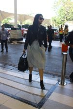 Sonam Kapoor snapped at Airport on 11th Feb 2016