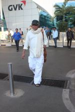 Mithun Chakraborty snapped at airport on 12th Feb 2016 (45)_56bf37a9aa612.JPG