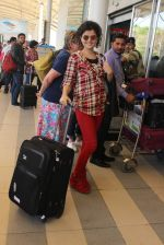 Palak Muchhal snapped at airport on 12th Feb 2016 (17)_56bf37b5c589a.JPG