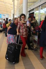 Palak Muchhal snapped at airport on 12th Feb 2016 (18)_56bf37b6ec90e.JPG