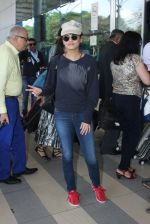 Sneha Ullal snapped at airport on 12th Feb 2016 (15)_56bf37bfe0c10.JPG