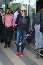 Sneha Ullal snapped at airport on 12th Feb 2016 (17)_56bf37c1889fa.JPG