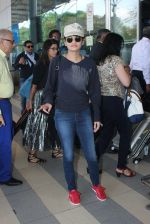 Sneha Ullal snapped at airport on 12th Feb 2016 (18)_56bf37c26cb26.JPG