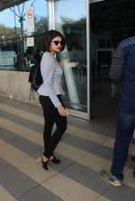 Prachi Desai snapped at airport on 13th Feb 2016 (46)_56c05e26a0787.JPG