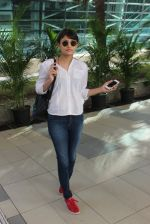 Sneha Ullal snapped at airport on 13th Feb 2016 (56)_56c05e4c2864f.JPG