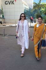 Hema Malini snapped at airport on 14th Feb 2016 (7)_56c18173275d0.JPG
