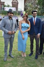 Huma Qureshi,Madhavan, Aditya Roy Kapoor at Mid-Day race in Mumbai on 14th Feb 2016 (69)_56c18490c1880.JPG