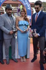 Huma Qureshi,Madhavan, Aditya Roy Kapoor at Mid-Day race in Mumbai on 14th Feb 2016 (74)_56c184946de7e.JPG