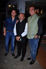 Shaan, Abhijeet Bhattacharya at Sameer in Guinness book of records bash with music fraternity on 15th Feb 2016 (49)_56c2e4582fedc.JPG