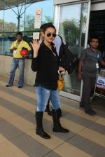 Surveen Chawla snapped at airport on 15th Feb 2015 (24)_56c2c3452e610.JPG