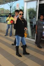 Surveen Chawla snapped at airport on 15th Feb 2015 (25)_56c2c3465451c.JPG