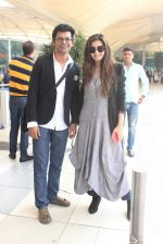 Shonali Nagrani, Sunil Grover snapped at the airport on 16th Feb 2016 (35)_56c419f21edad.JPG