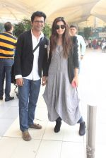 Shonali Nagrani, Sunil Grover snapped at the airport on 16th Feb 2016 (34)_56c419e849fa0.JPG