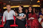 Anupam Kher, Shweta Kawatra at book launch in Mumbai on 16th Feb 2016 (24)_56c569e1debce.JPG