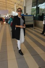 Huma Qureshi snapped at airport on 17th Feb 2016