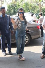 Kainaat Arora snapped at airport on 17th Feb 2016 (52)_56c5768838a61.JPG