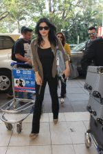Maheep Kapoor snapped at airport on 17th Feb 2016 (21)_56c576a01e1e0.JPG