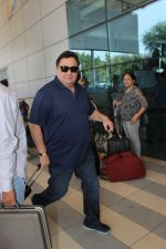 Rishi Kapoor snapped at airport on 17th Feb 2016 (46)_56c576b3a923f.JPG