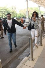 Shilpa Shetty, Raj Kundra  snapped at airport on 17th Feb 2016
