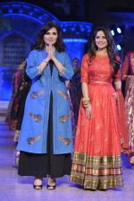 Sonalee Kulkarni walk the ramp for Neeta Lulla Show at Make in India show at Prince of Wales Musuem with latest Bridal Couture in Mumbai on 17th Feb 2016 (14)_56c57842eda24.JPG