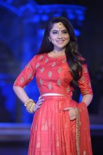 Sonalee Kulkarni walk the ramp for Neeta Lulla Show at Make in India show at Prince of Wales Musuem with latest Bridal Couture in Mumbai on 17th Feb 2016 (20)_56c578c2a5670.JPG