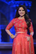 Sonalee Kulkarni walk the ramp for Neeta Lulla Show at Make in India show at Prince of Wales Musuem with latest Bridal Couture in Mumbai on 17th Feb 2016 (21)_56c5784c17f17.JPG
