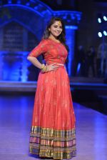 Sonalee Kulkarni walk the ramp for Neeta Lulla Show at Make in India show at Prince of Wales Musuem with latest Bridal Couture in Mumbai on 17th Feb 2016 (22)_56c5784dcf14b.JPG