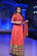 Sonalee Kulkarni walk the ramp for Neeta Lulla Show at Make in India show at Prince of Wales Musuem with latest Bridal Couture in Mumbai on 17th Feb 2016 (23)_56c5784f947e1.JPG
