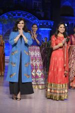 Sonalee Kulkarni walk the ramp for Neeta Lulla Show at Make in India show at Prince of Wales Musuem with latest Bridal Couture in Mumbai on 17th Feb 2016 (26)_56c57850c6d32.JPG