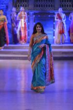 Sonali Bendre walk the ramp for Shaina NC Show at Make in India show at Prince of Wales Musuem with latest Bridal Couture in Mumbai on 17th Feb 2016 (53)_56c57969cb697.JPG