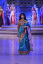 Sonali Bendre walk the ramp for Shaina NC Show at Make in India show at Prince of Wales Musuem with latest Bridal Couture in Mumbai on 17th Feb 2016 (54)_56c5796a9b353.JPG