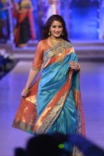 Sonali Bendre walk the ramp for Shaina NC Show at Make in India show at Prince of Wales Musuem with latest Bridal Couture in Mumbai on 17th Feb 2016 (55)_56c5796b72135.JPG
