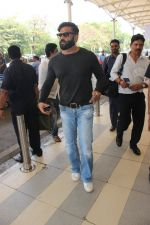 Sunil Shetty snapped at airport on 17th Feb 2016
