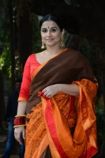 Vidya Balan unveils Gaurang Shah_s summer collection in Mumbai on 17th Feb 2016 (14)_56c579cfe5ee5.JPG