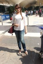 Aarti Chhabria snapped at airport in Mumbai on 18th Feb 2016  (43)_56c6e63cd48ed.JPG