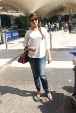 Aarti Chhabria snapped at airport in Mumbai on 18th Feb 2016  (45)_56c6e63e952c2.JPG