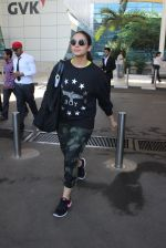 Huma Qureshi snapped at airport in Mumbai on 18th Feb 2016