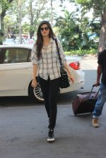 Kriti Sanon snapped at airport in Mumbai on 18th Feb 2016