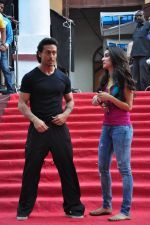 Tiger Shroff and Shraddha Kapoor on location of film Baaghi on 18th Feb 2016 (4)_56c6eea0ef2b9.JPG