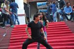 Tiger Shroff and Shraddha Kapoor on location of film Baaghi on 18th Feb 2016 (6)_56c6eea21cb6e.JPG