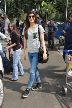 Kriti Sanon snapped at airport in Mumbai on 19th Feb 2016
