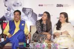 Sonakshi Sinha, Poonam Sinha at Shatrughan_s book launch in Mumbai on 19th Feb 2016 (29)_56c85e8aaf6b5.JPG