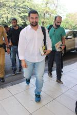 Aamir Khan snapped at Airport on 20th Feb 2016