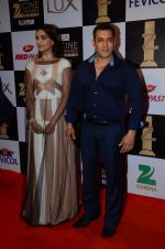 Salman Khan, Sonam Kapoor at zee cine awards 2016 on 20th Feb 2016