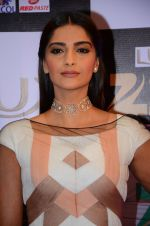 Sonam Kapoor at zee cine awards 2016 on 20th Feb 2016 (572)_56c99f4449ded.JPG