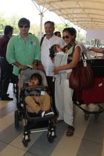 Vivek Oberoi, Priyanka Alva, Suresh Oberoi snapped at Airport on 20th Feb 2016 (56)_56c9662da0bc8.JPG