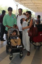 Vivek Oberoi, Priyanka Alva, Suresh Oberoi snapped at Airport on 20th Feb 2016 (57)_56c9662eb68a0.JPG